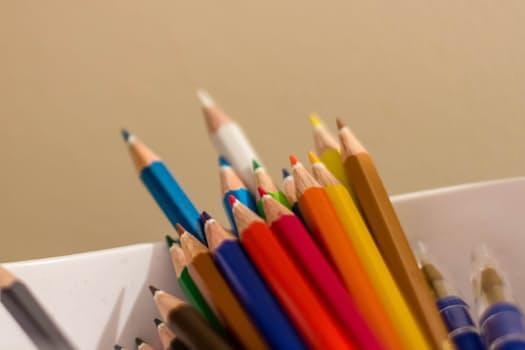crayons-pencils-colors-couleurs-78777.jpeg